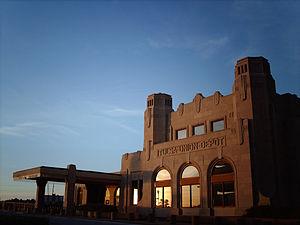 300px-Tulsa_union_Depot_Modern_pict_2009
